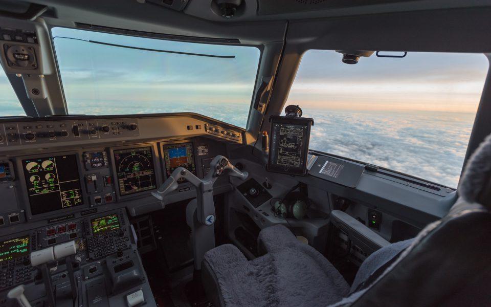 IMG_E175_Flight_Deck
