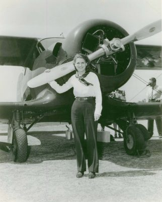 Jackie-Cochran-with-her-Beech-D17W-Staggerwing1