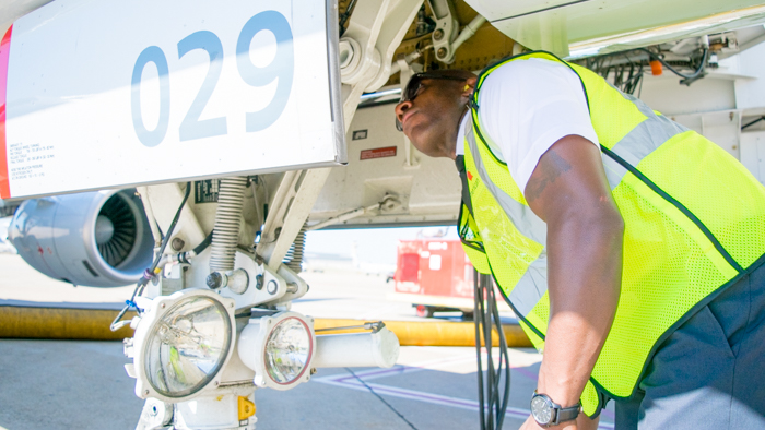 IMG-DFW-FLT-LaTroy-Green-700-2